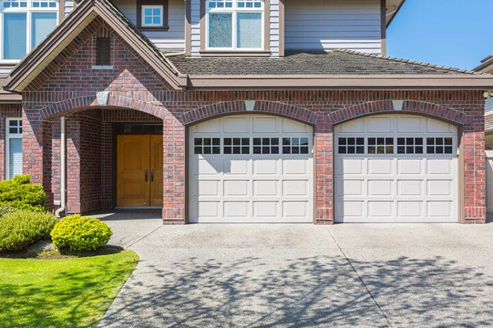 Garage Snow removal Tips – Keep your Garage Door Clean