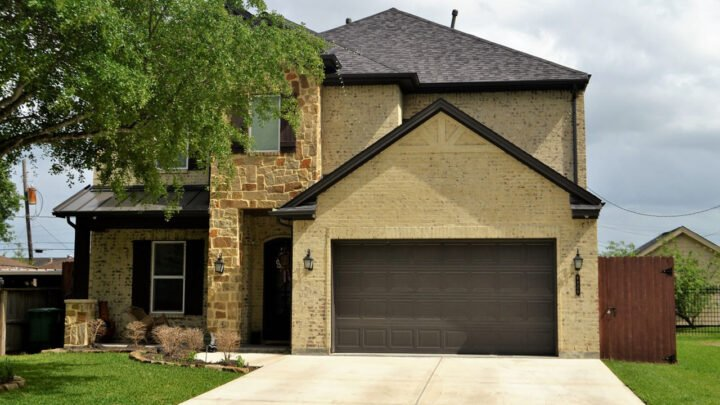 Roller Garage Door – Why Do You Need It?